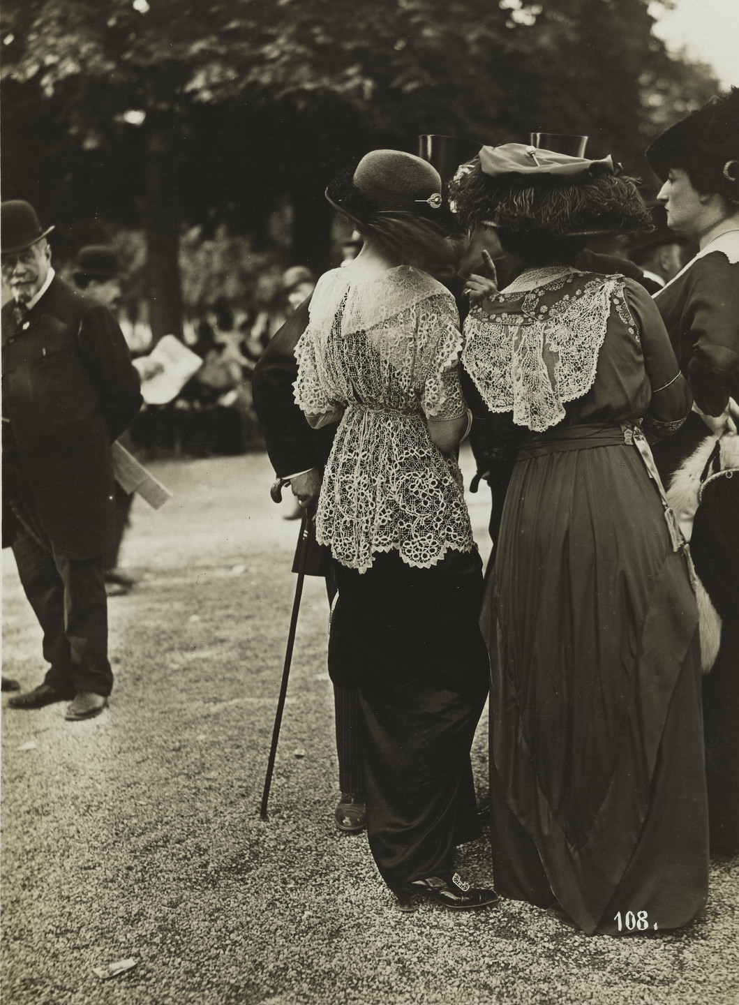 Jules Séeberger (Séeberger Freres), Louis Séeberger (Séeberger Frères), Henri Séeberger (Séeberger Frères). Fashion at the Races, Longchamps (La Mode aux Courses, Longchamps). May 25, 1913