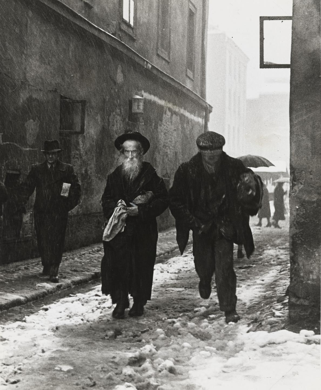 Roman Vishniac. Kraków, Poland. 1938 | MoMA