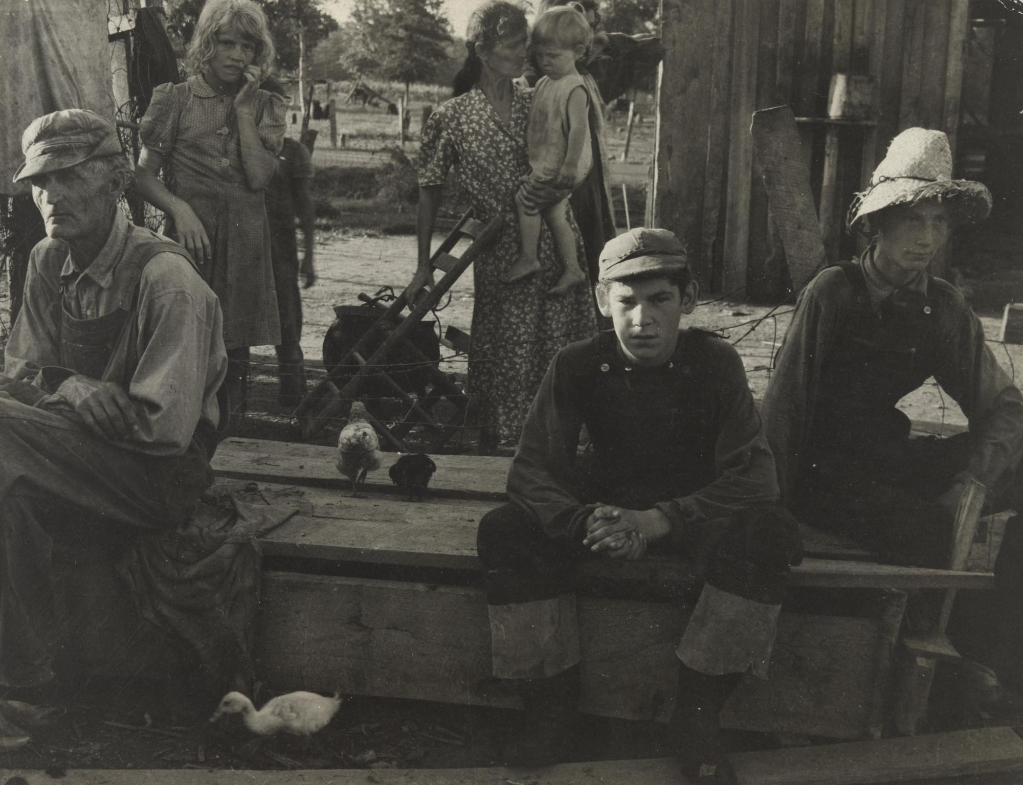 Sid Grossman作品Snyder Family, Missouri 1940。(取自MoMA官網)