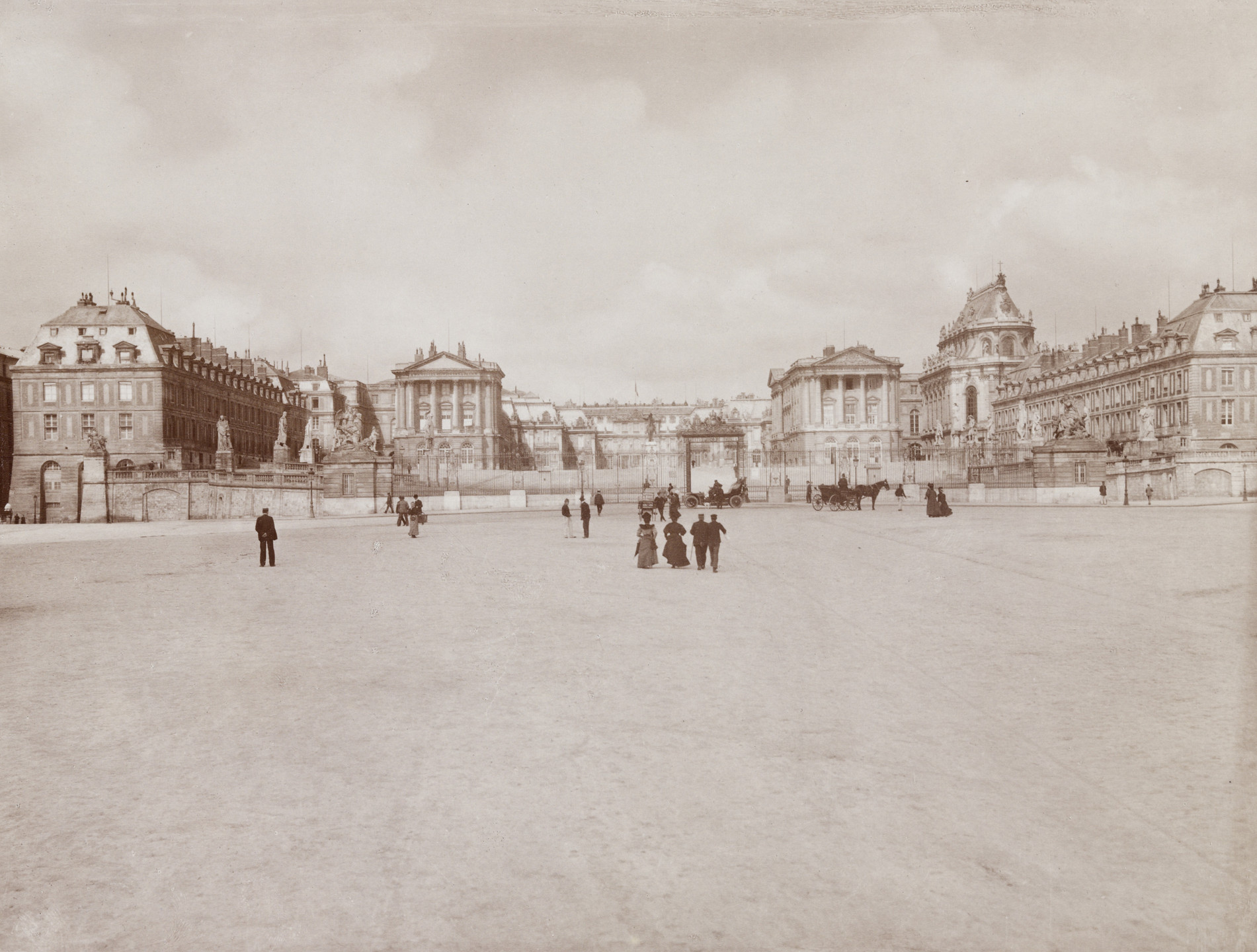 Leopoldo and Guiseppe Alinari. Chateau de Versailles- Panorama. c. 1850s