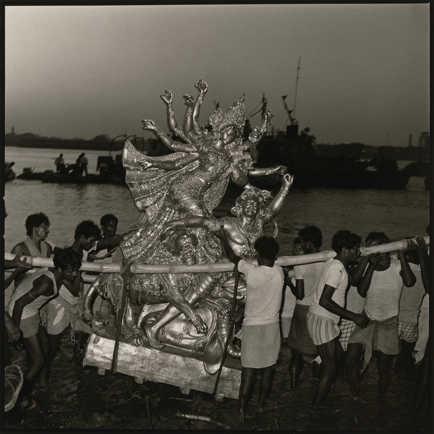 Rosalind Fox Solomon. Immersion of Goddess Durga, Calcutta, India. 1982
