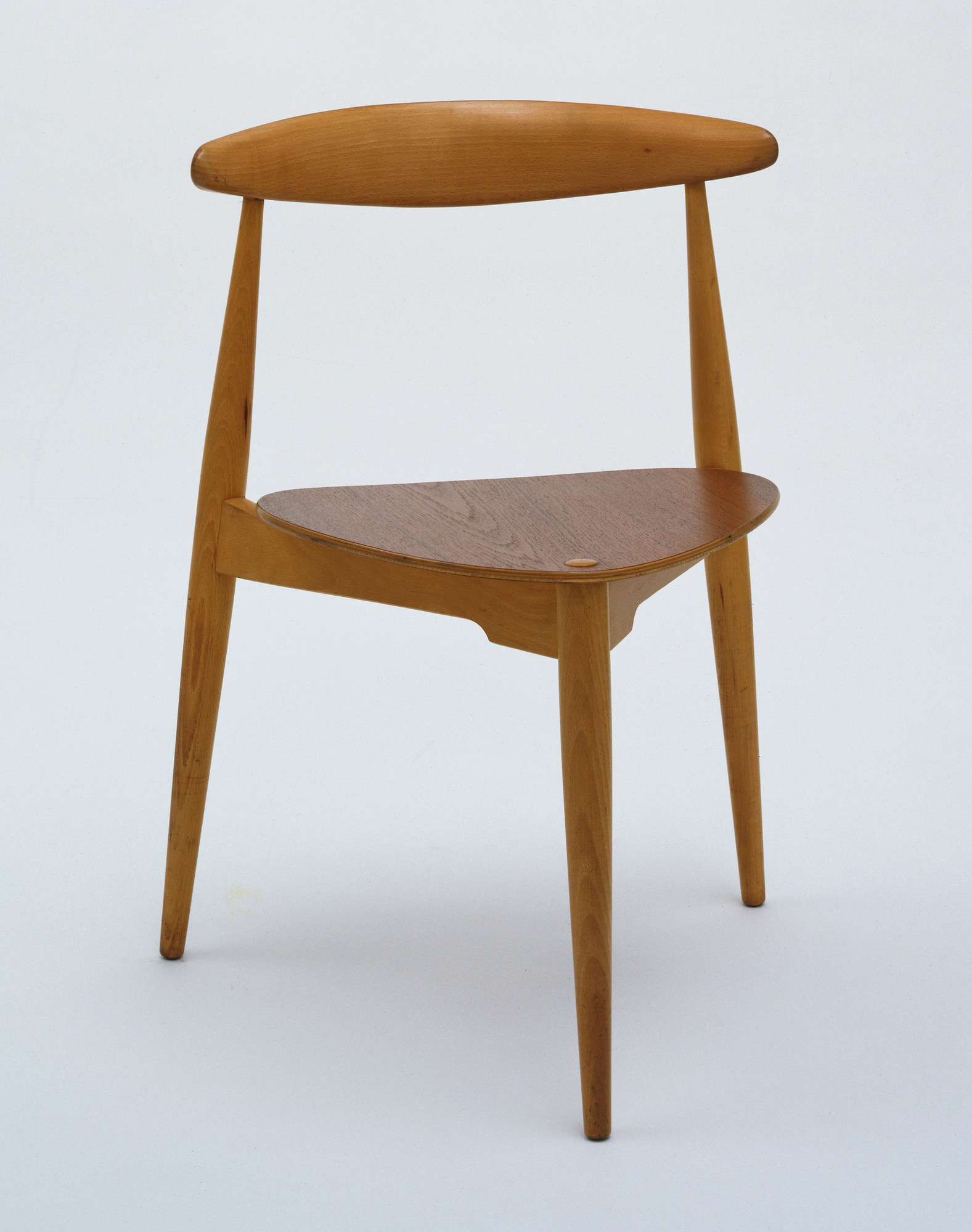Hans Wegner. Stacking Side Chair. 1952