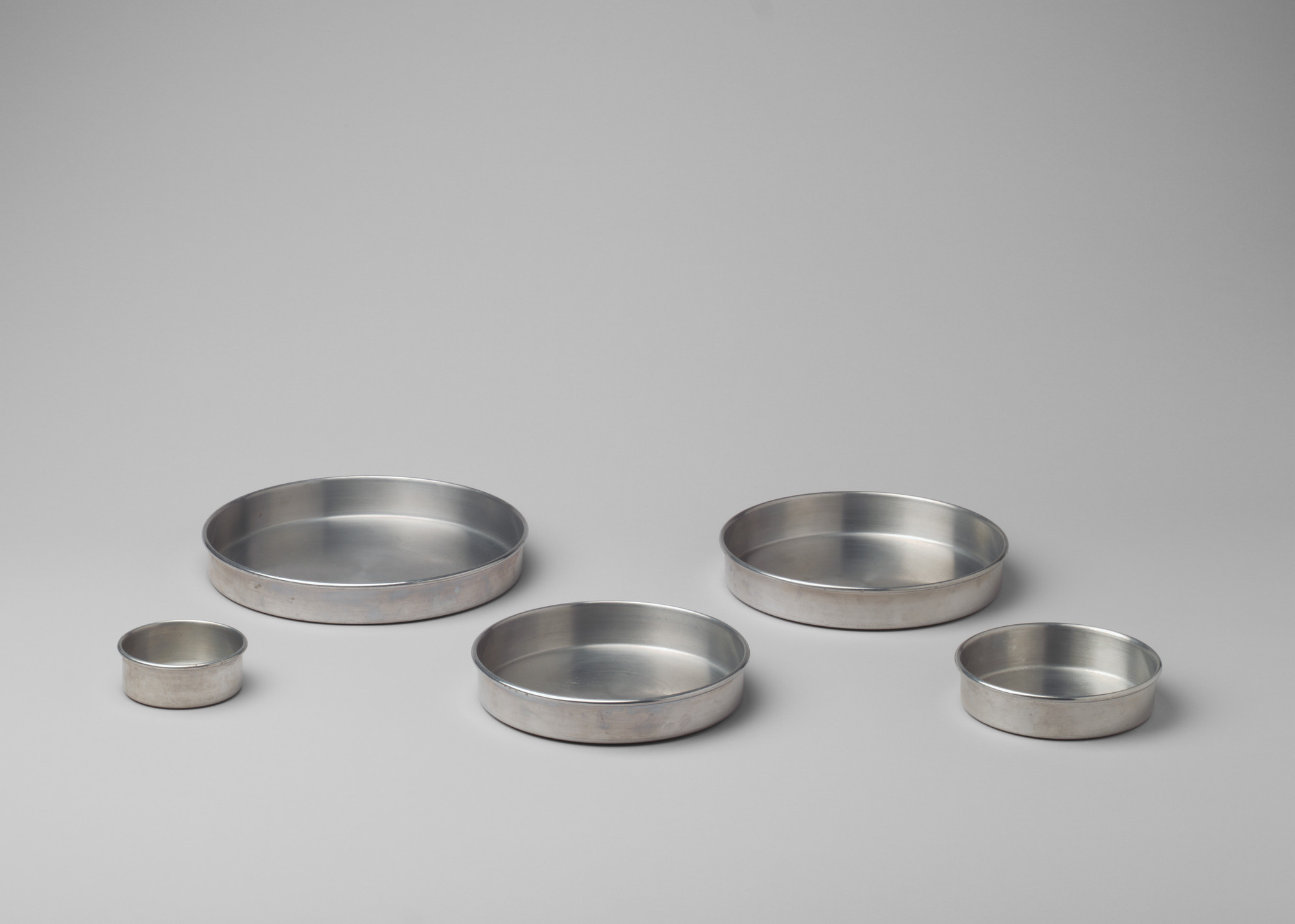 The Aluminum Cooking Utensil Co., New York, NY. Wear-Ever Round Cake Pans. 1929-1934