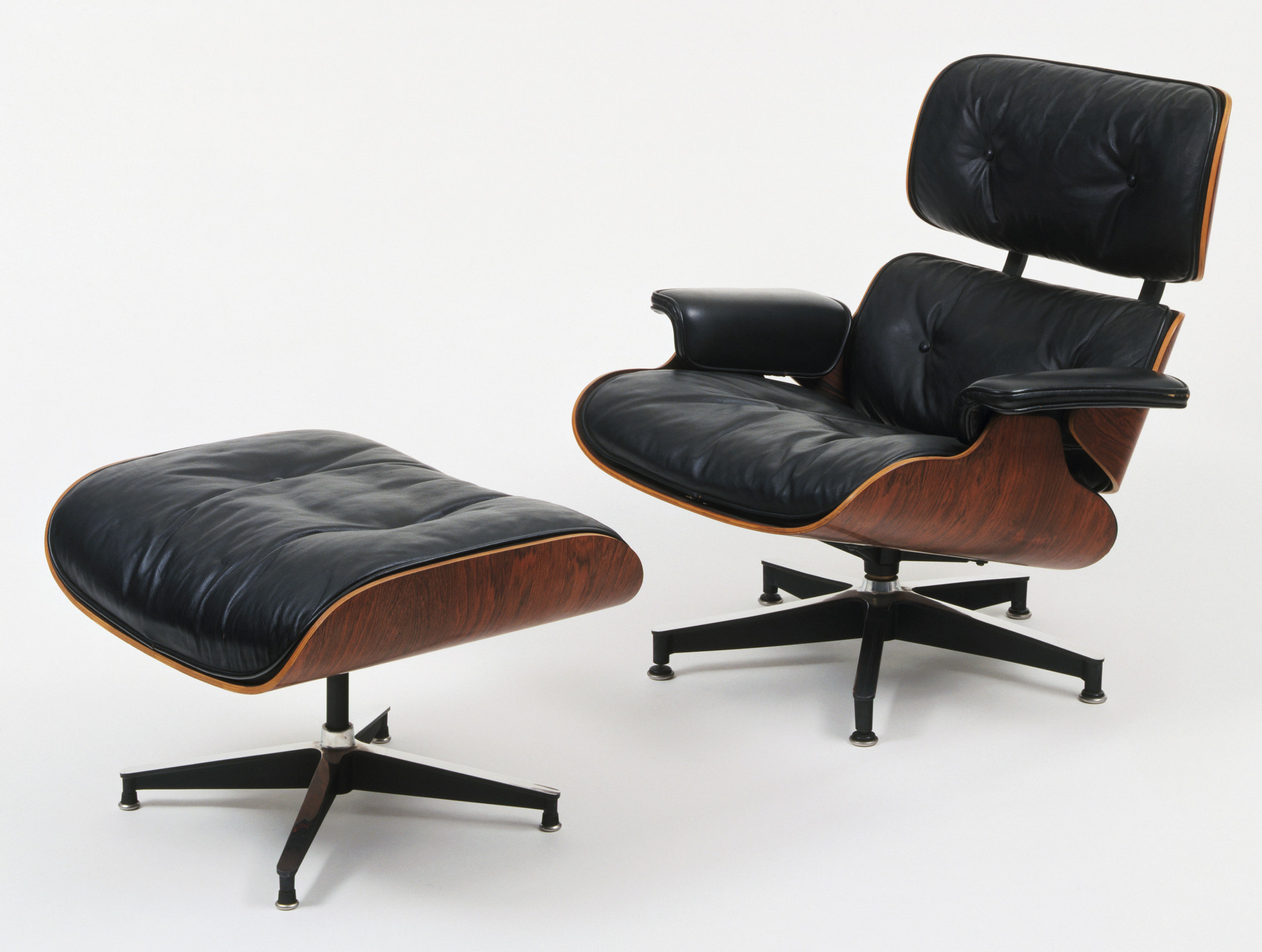 Poltrona Di Eames.Charles Eames Ray Eames Lounge Chair And Ottoman 1956 Moma