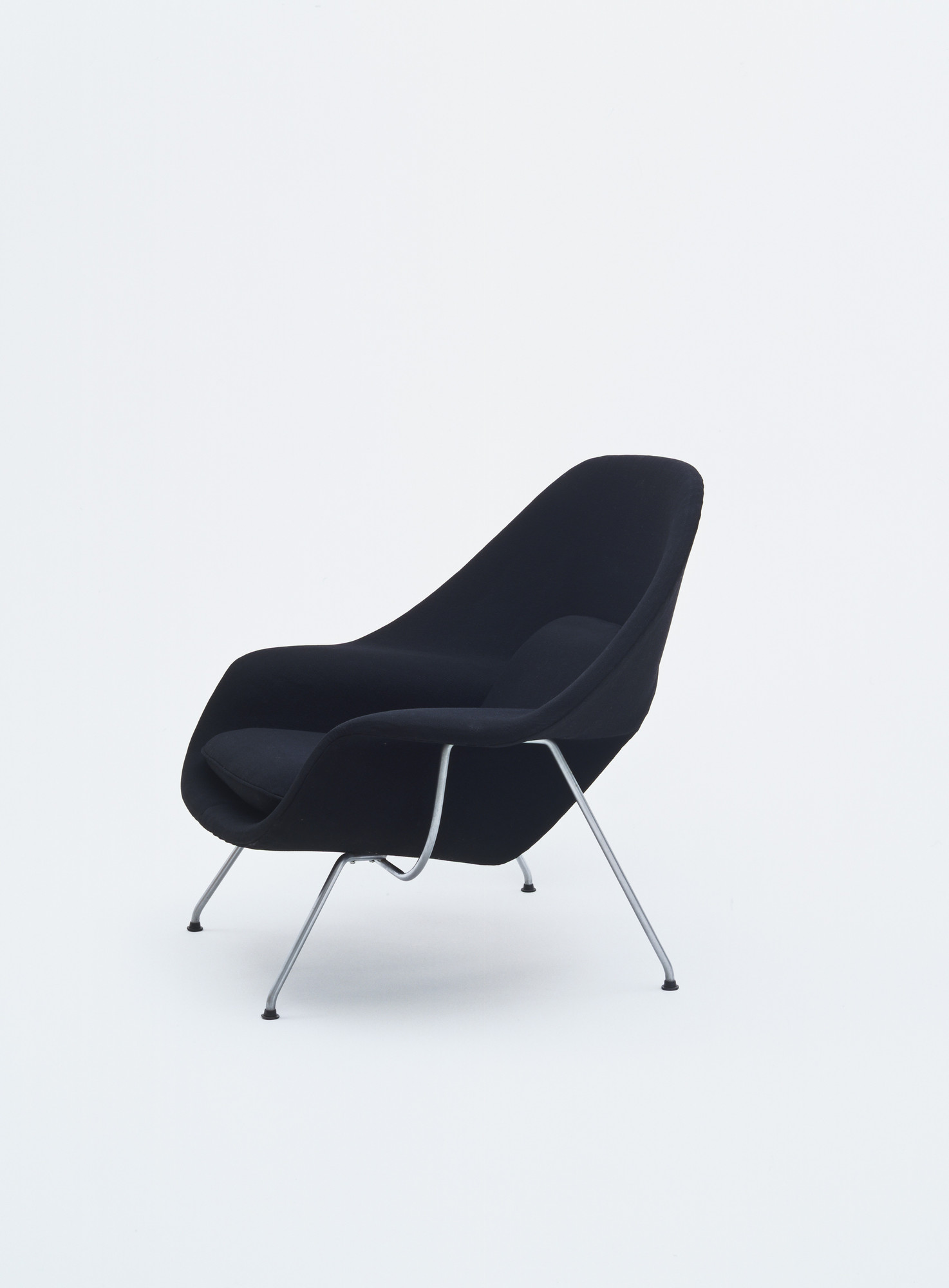 Peachy Eero Saarinen Womb Chair Exhibited In The Us Pavilion In Machost Co Dining Chair Design Ideas Machostcouk