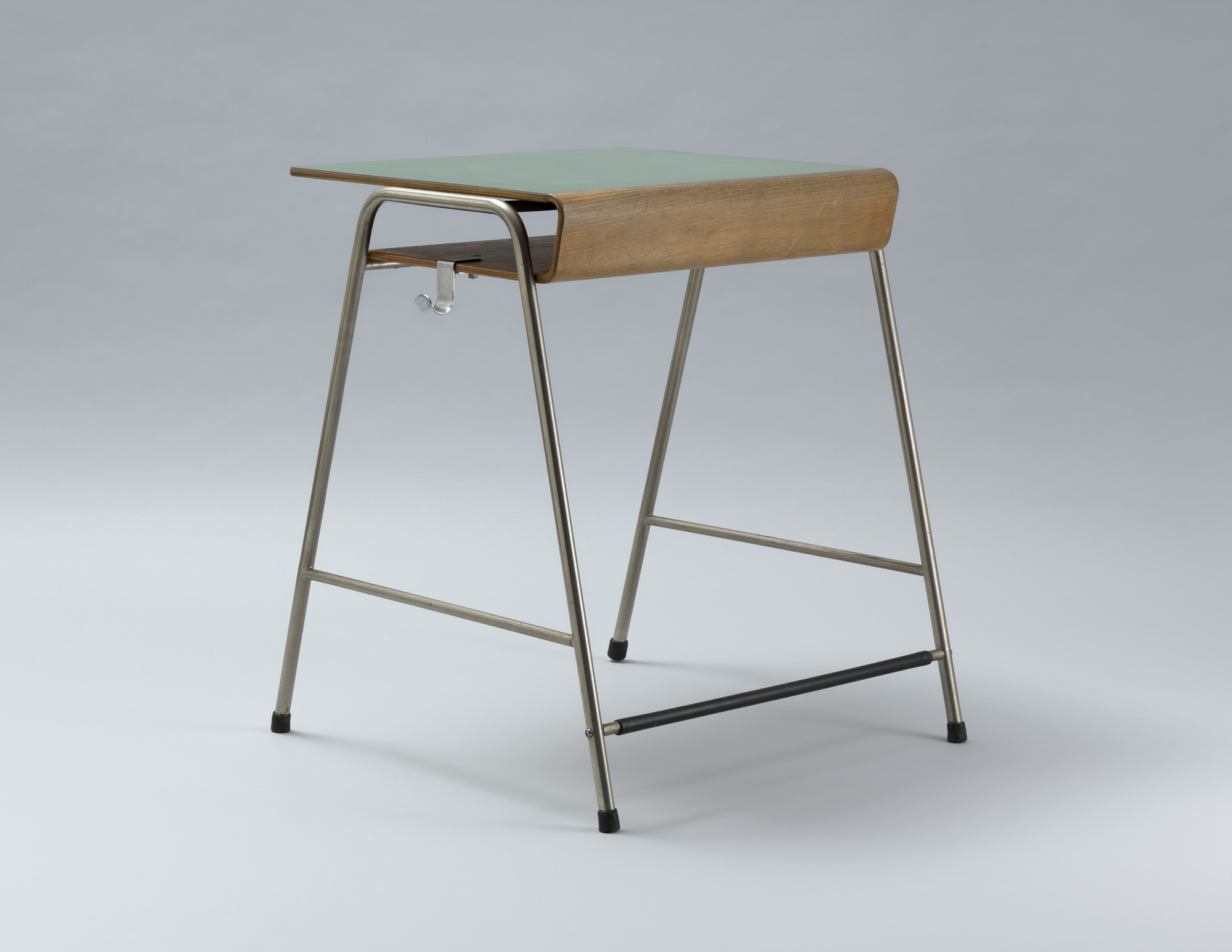 Arne Jacobsen. Munkegård school desk. c. 1955