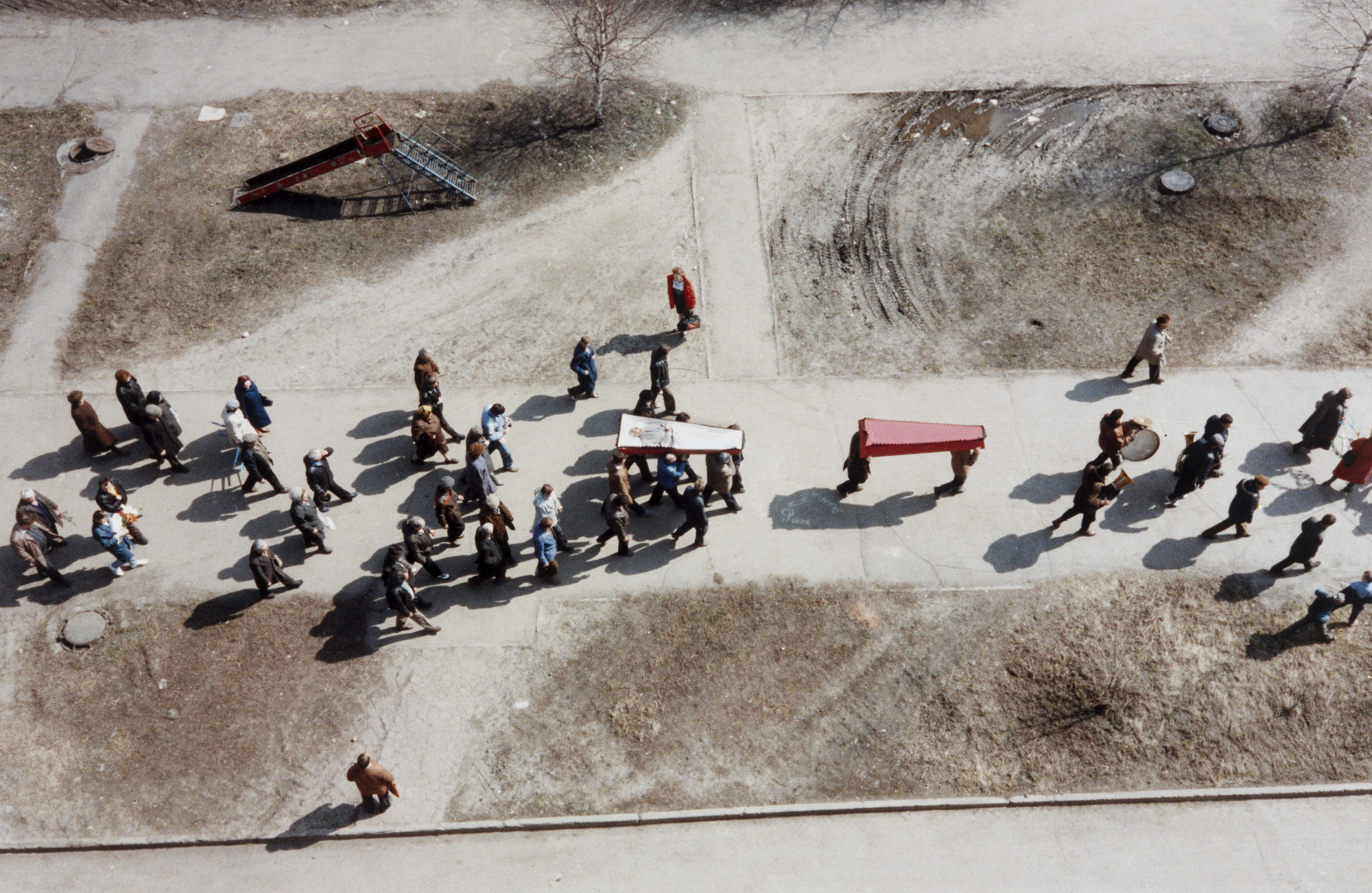 Bertien van Manen. Novokuznetsk (coffin from above). 1991