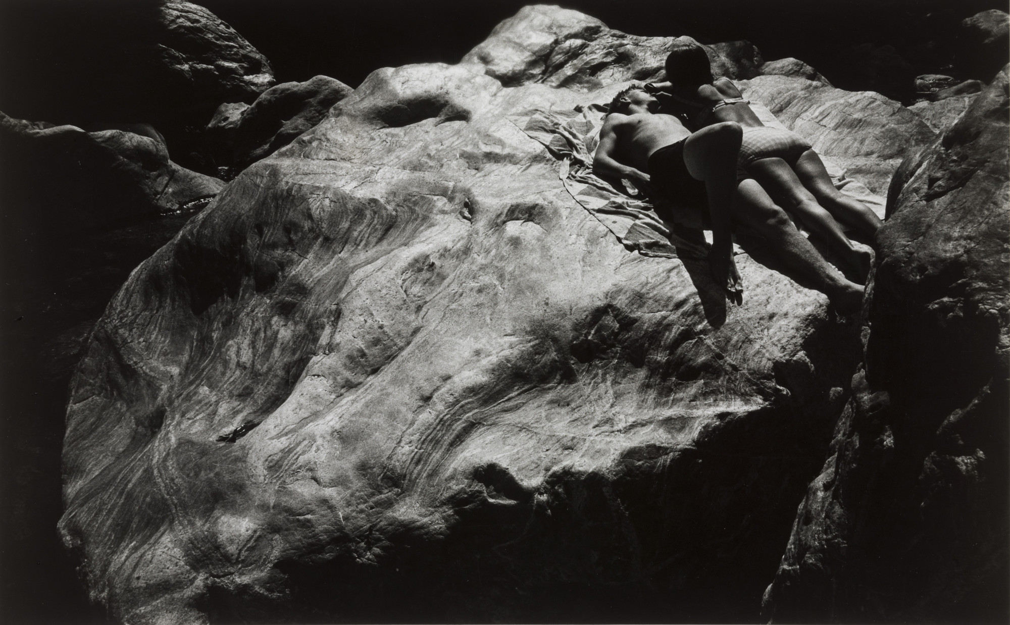 Burk Uzzle. Untitled, COUPLE ON ROCKS. 1964
