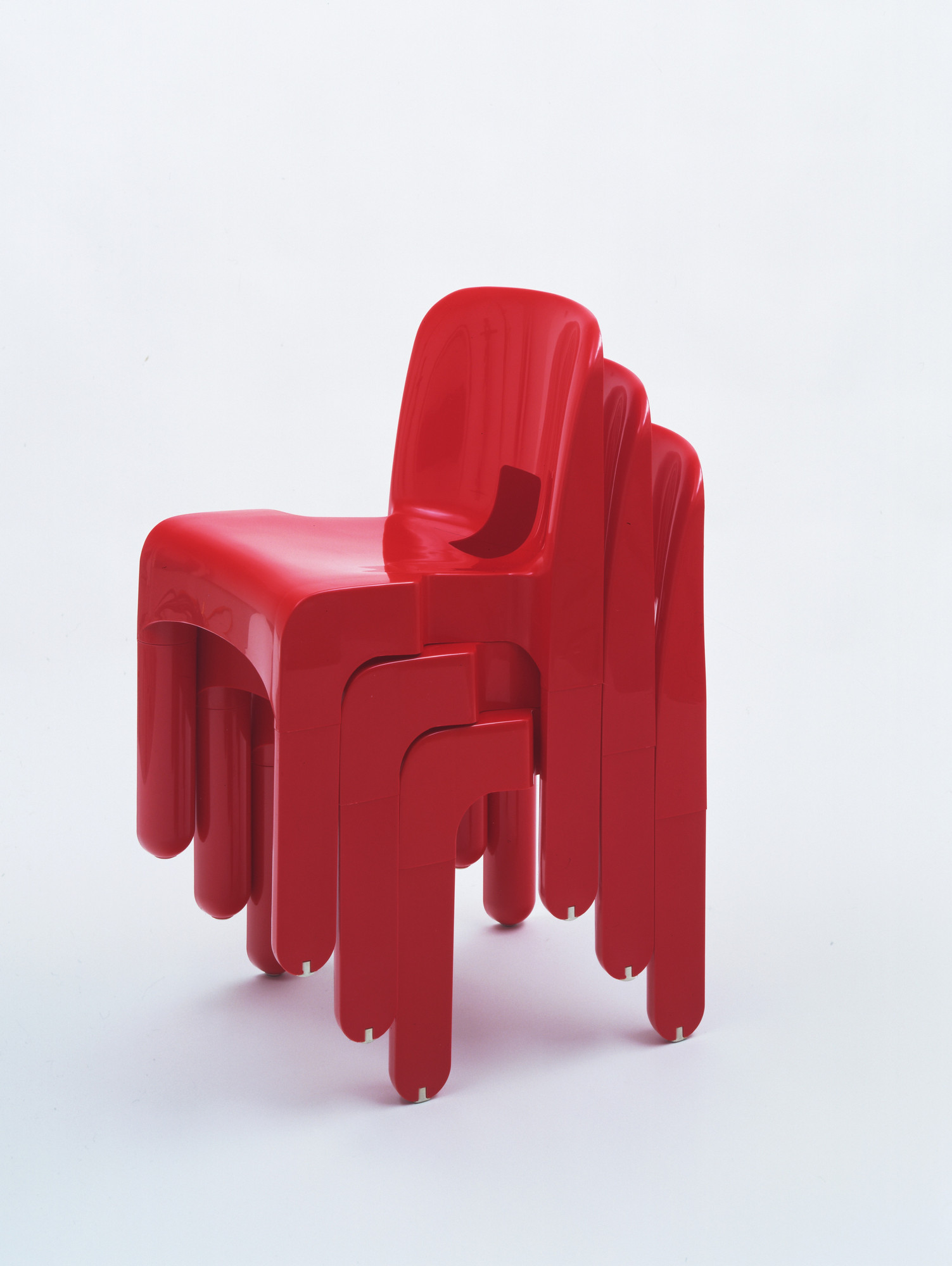 Joe Colombo. Universale stacking side chairs. 1967