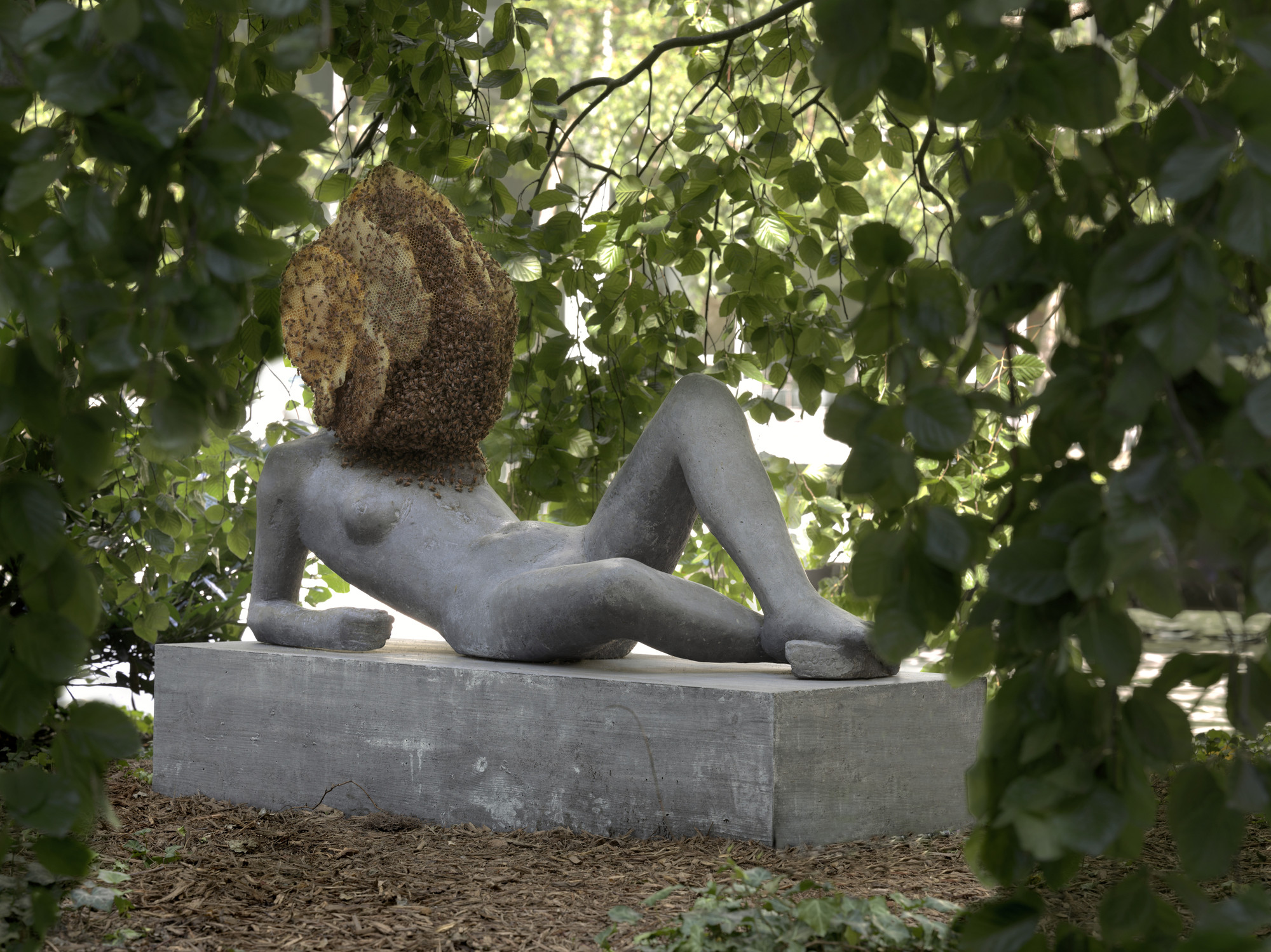 Pierre Huyghe. Untilled (Liegender Frauenakt). 2012