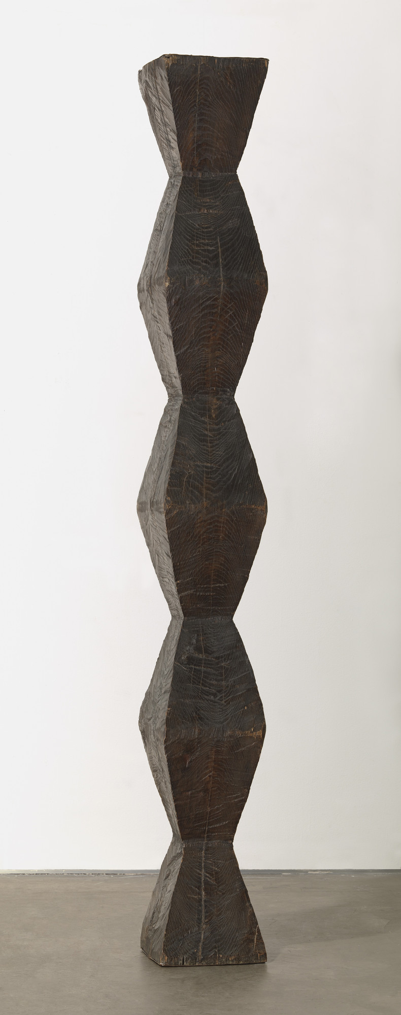 Constantin Brancusi. Endless Column. version I, 1918