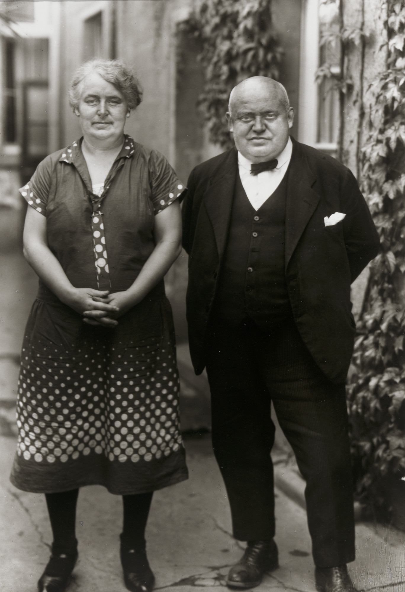 August Sander. The Innkeeper and his Wife. 1930