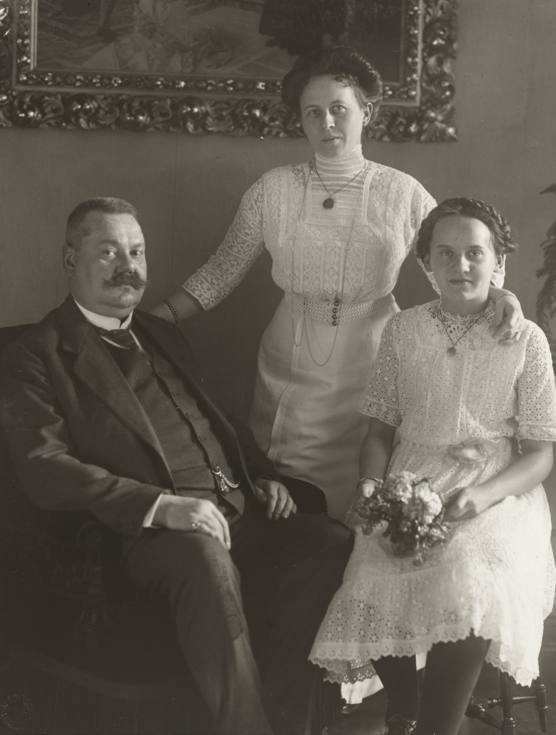 August Sander. Wine Merchant's Family. 1913