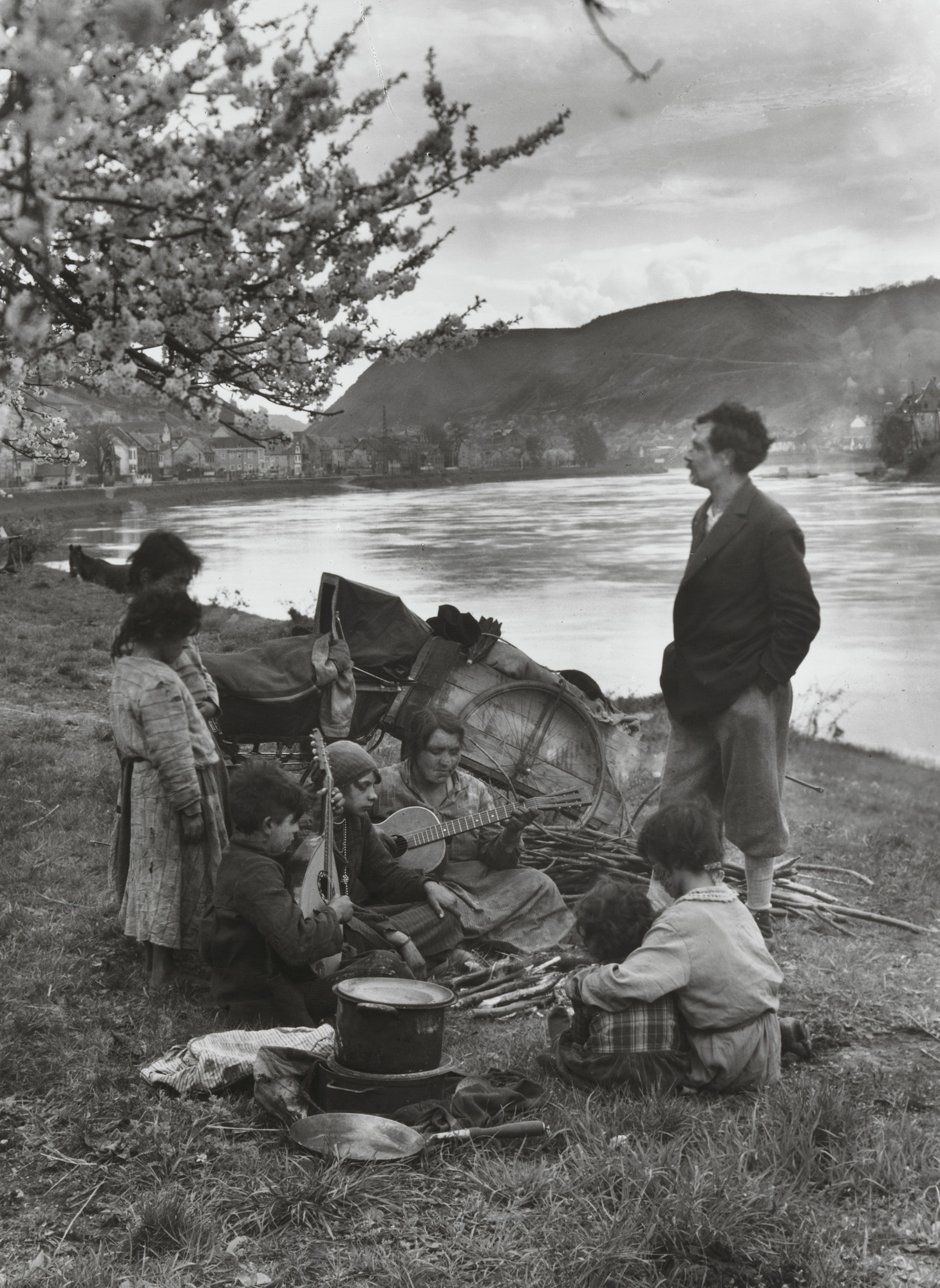 August Sander. Gypsies on the Moselle. 1931