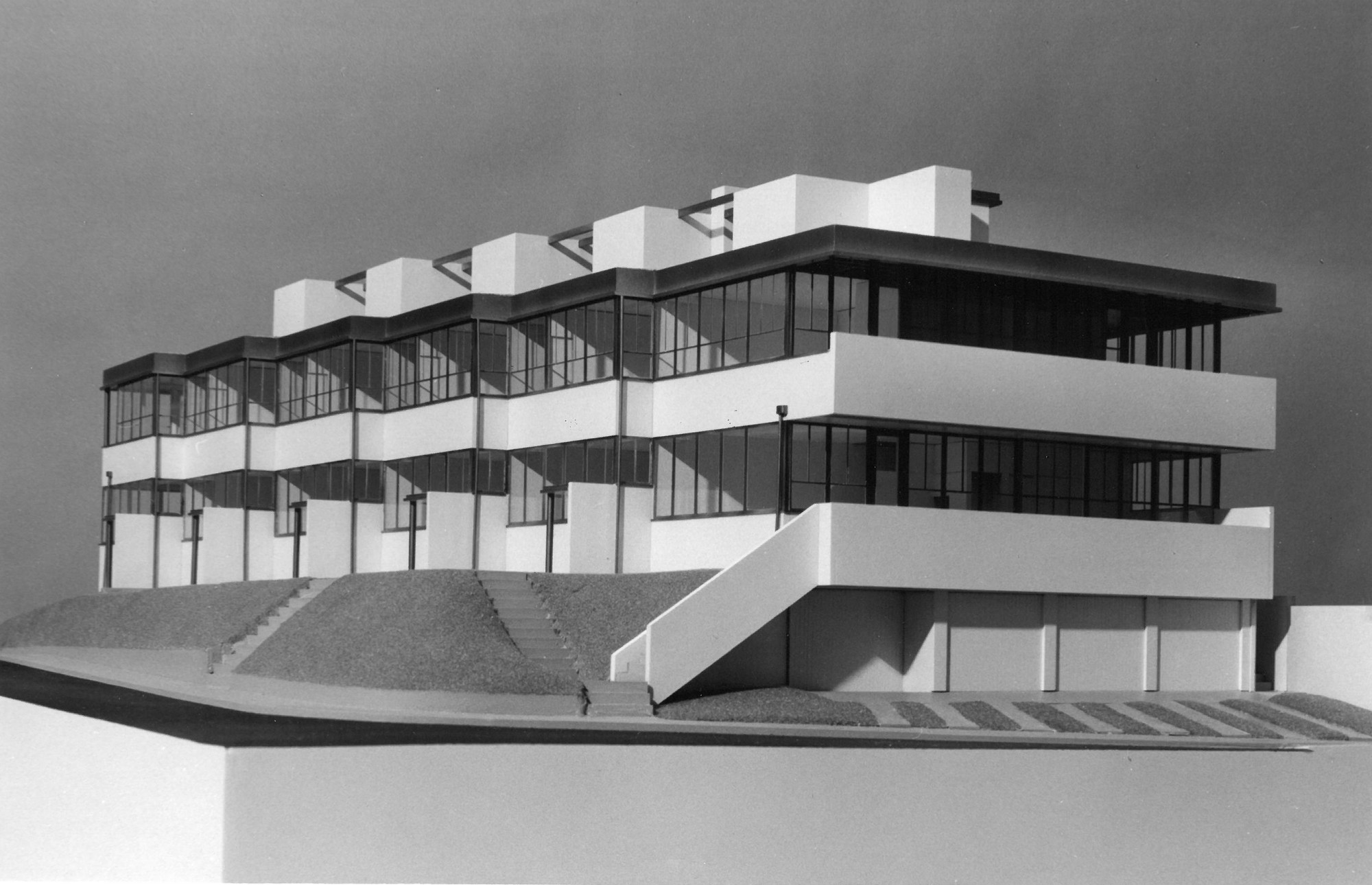 Richard Neutra. Landfair Apartments, Westwood, Los Angeles, CA. 1937