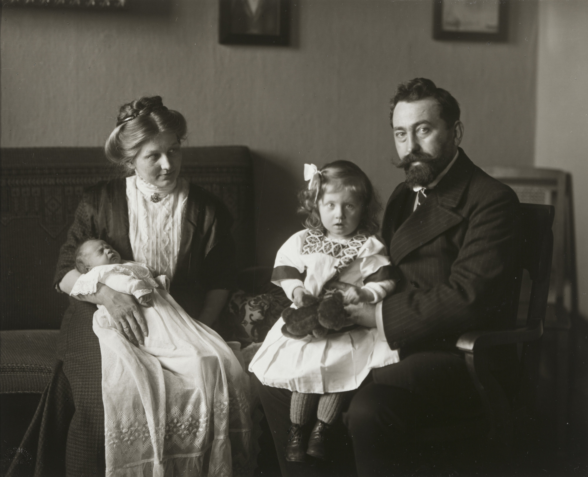 August Sander. Minister and Family. 1911-14