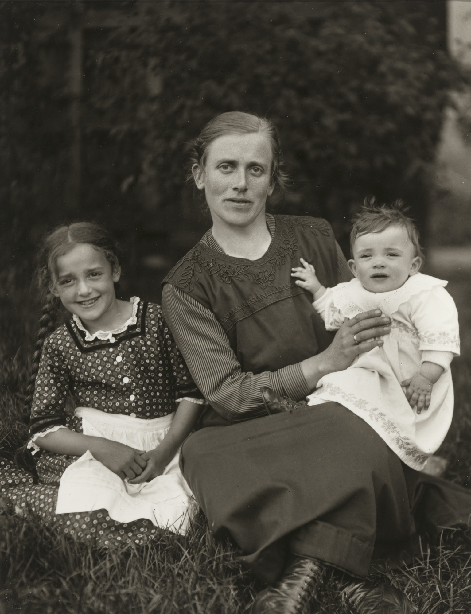 August Sander. Farm Woman and her Children. 1920-25