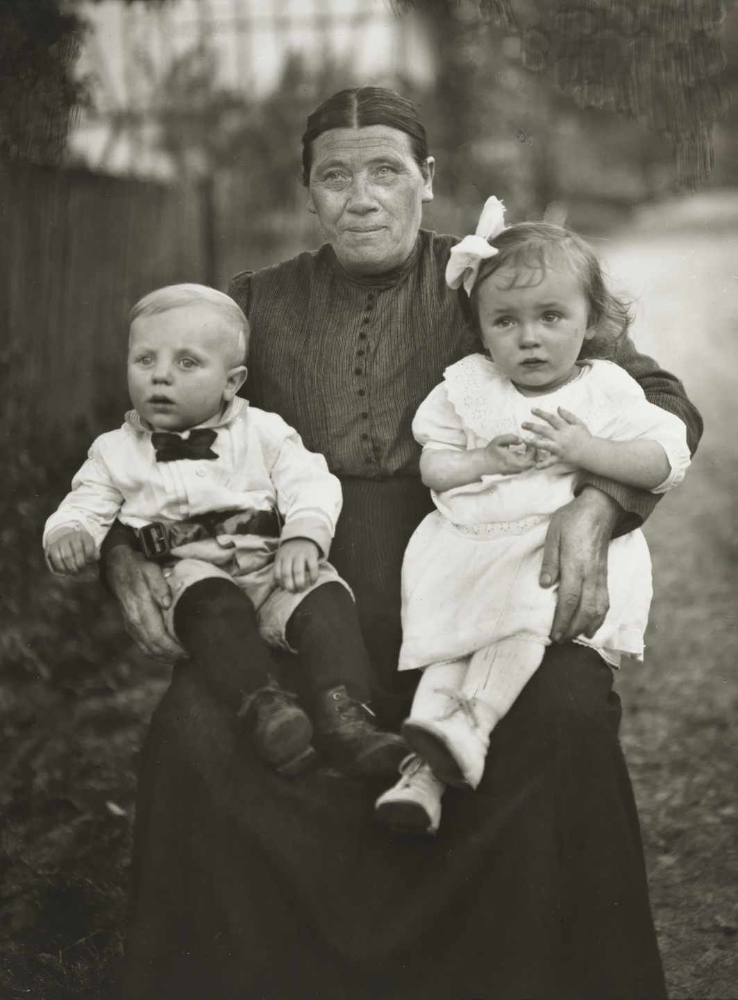 August Sander. Grandmother and Grandchildren. 1920-25