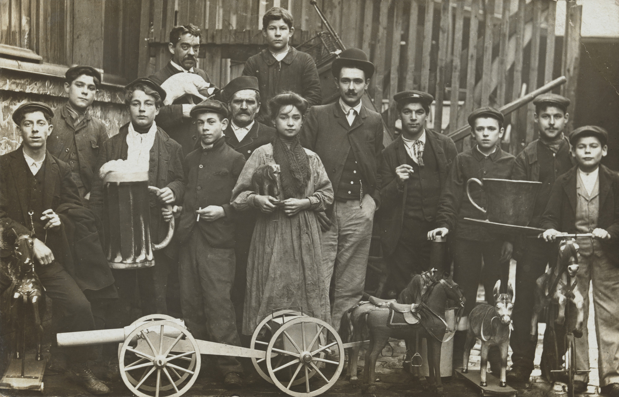 Unknown photographer. Fabrique de jouets, La Plaine Saint-Denis. 1906