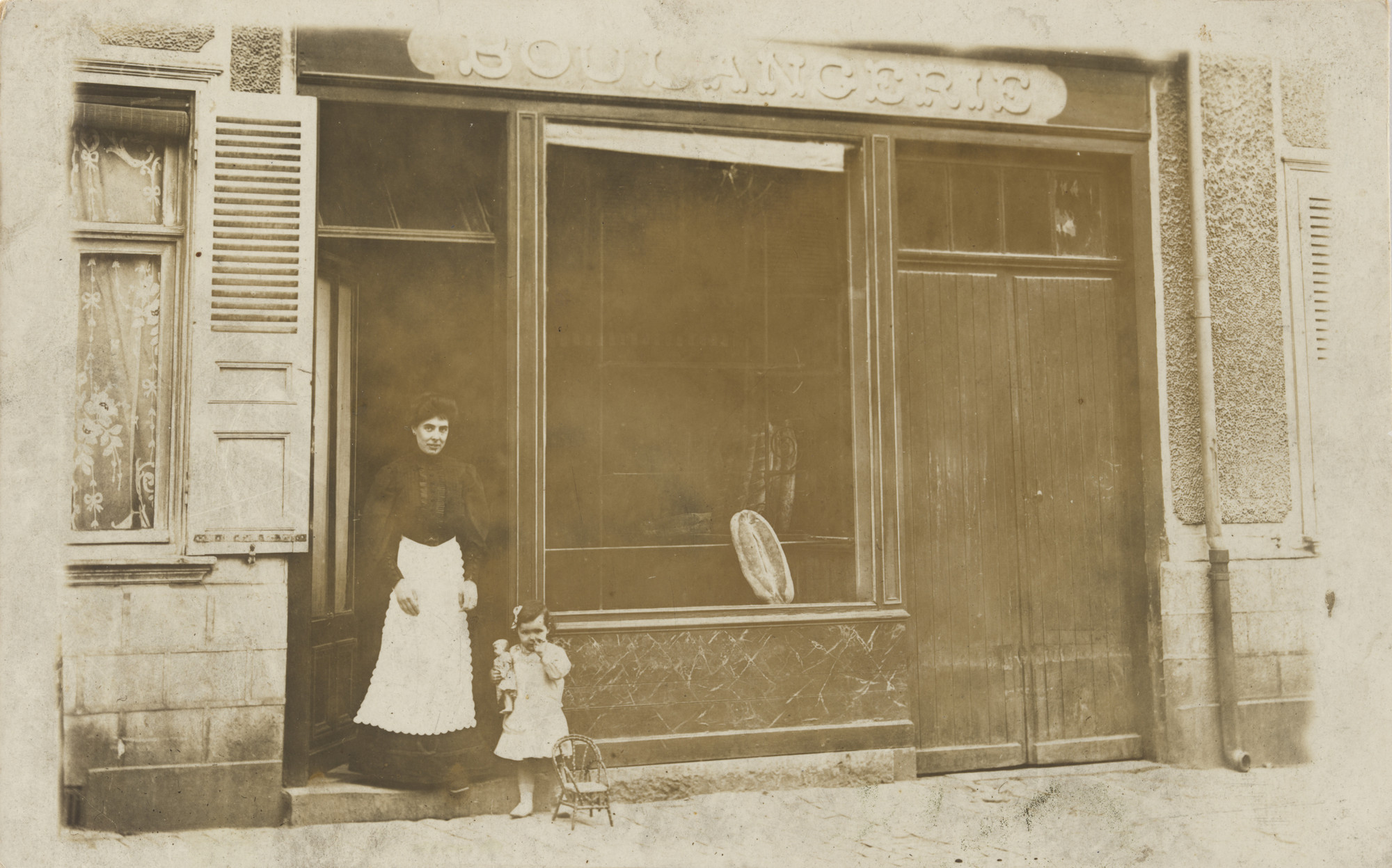 Unknown photographer. Boulangerie Renault, Riom-ès-Montagnes. c. 1905