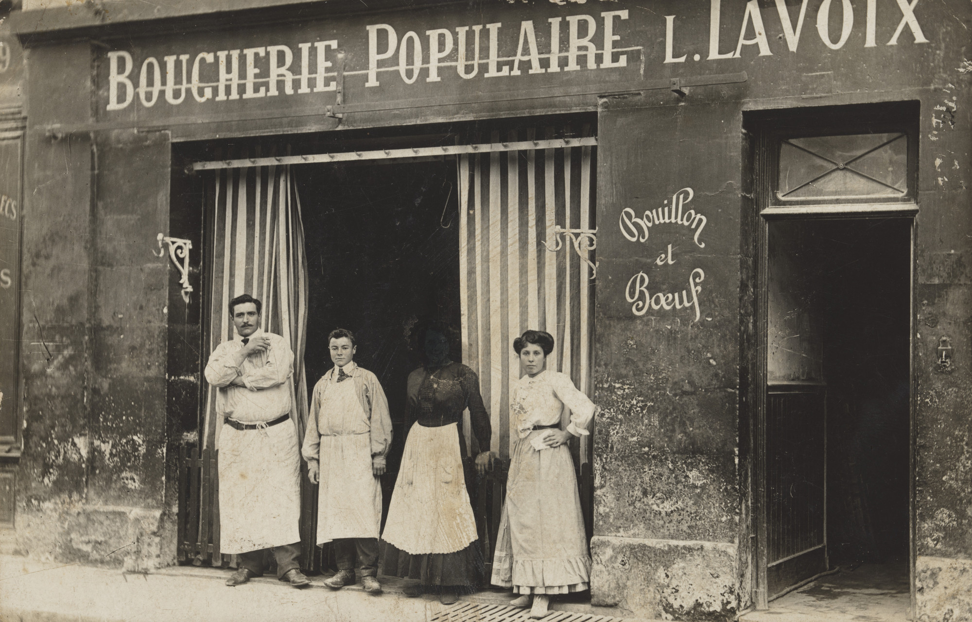 Unknown photographer. Boucherie populaire, L. Lavoix, Bouillon et bœuf, Saint-Michel. 1913