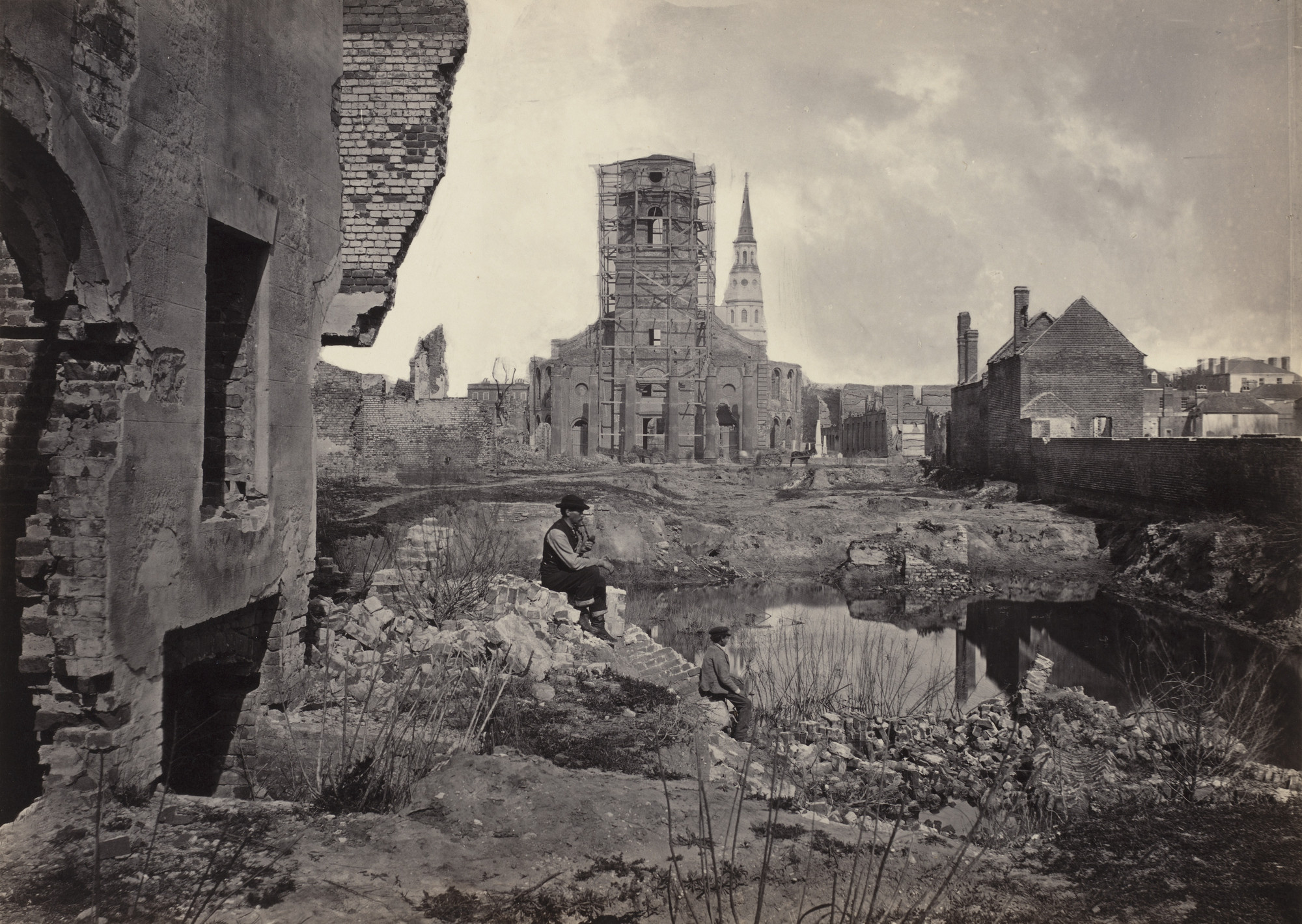 George Barnard. Ruins in Charleston, South Carolina from the album Photographic Views of Sherman's Campaign(1866). 1864-65