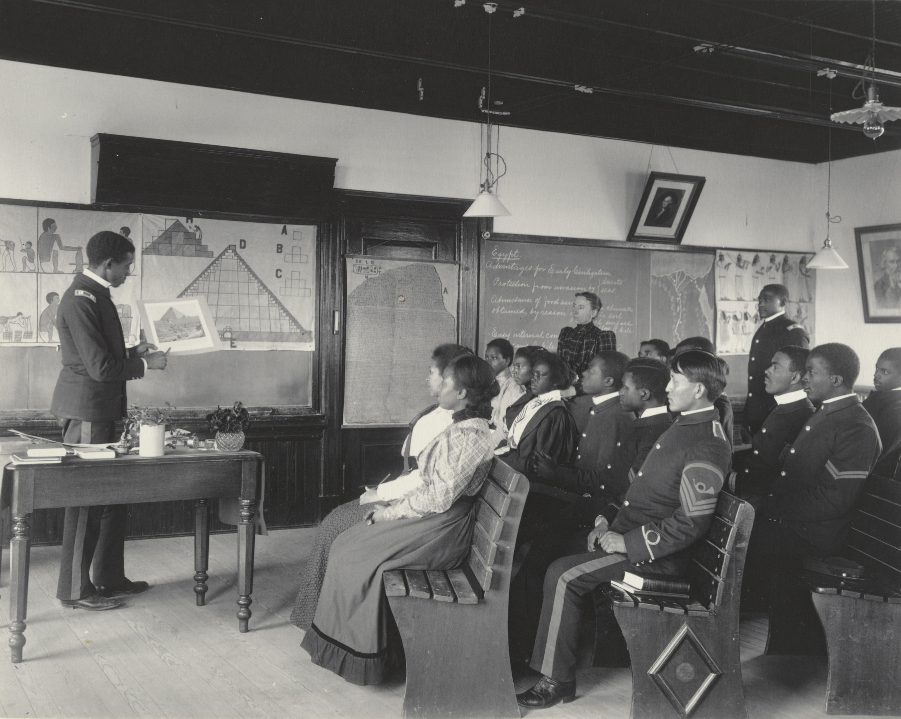 Frances Benjamin Johnston. History. Class in Ancient History. Seniors. 1899-1900