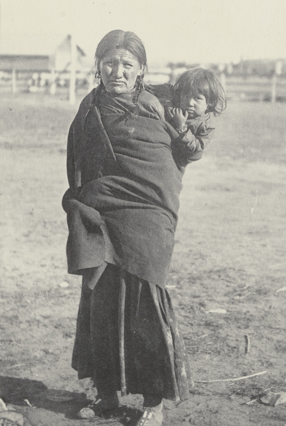 Frances Benjamin Johnston. Without Education. Mrs. Black nail and child. Sioux. 1899-1900
