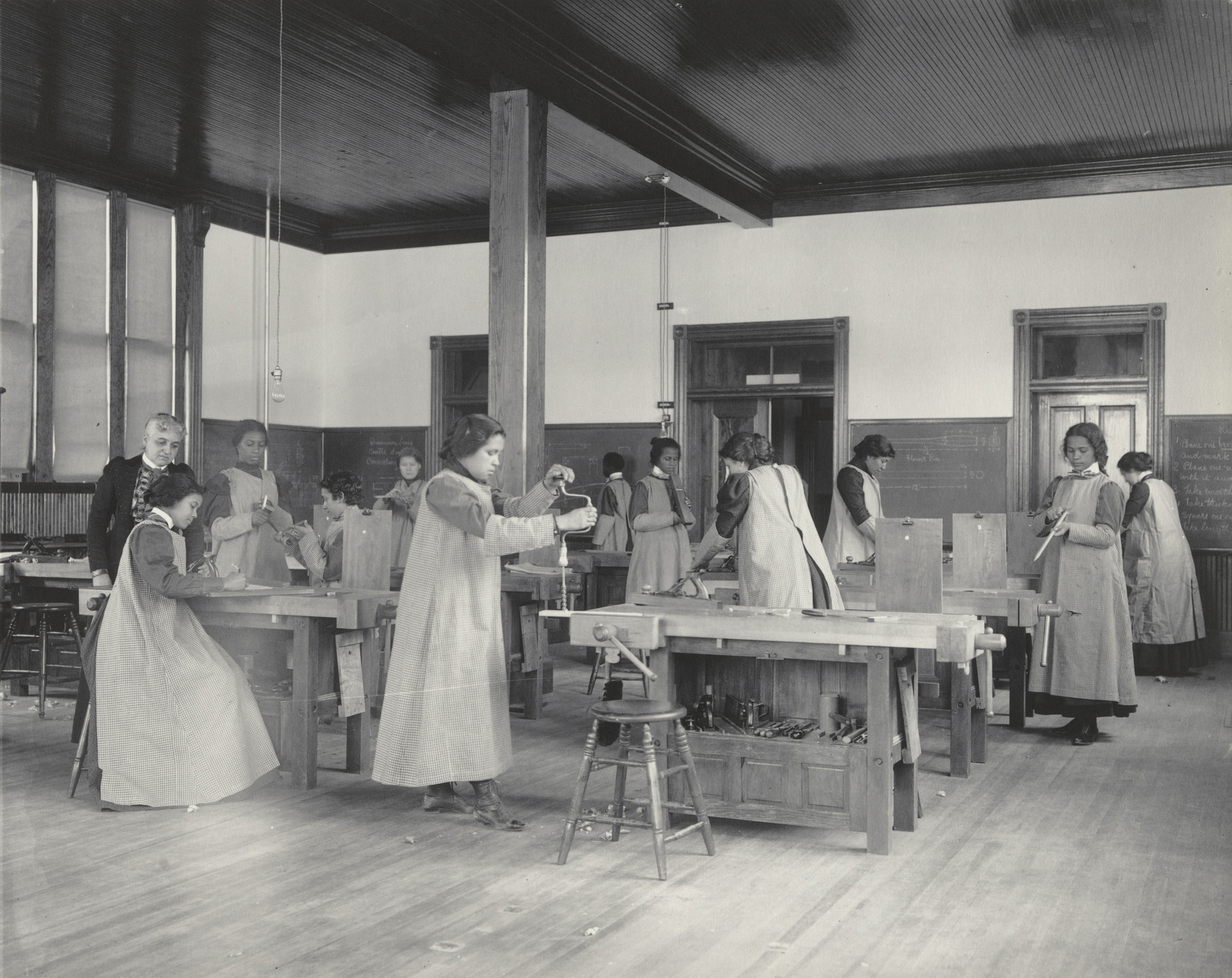 Frances Benjamin Johnston. A class in sloyd. 1899-1900