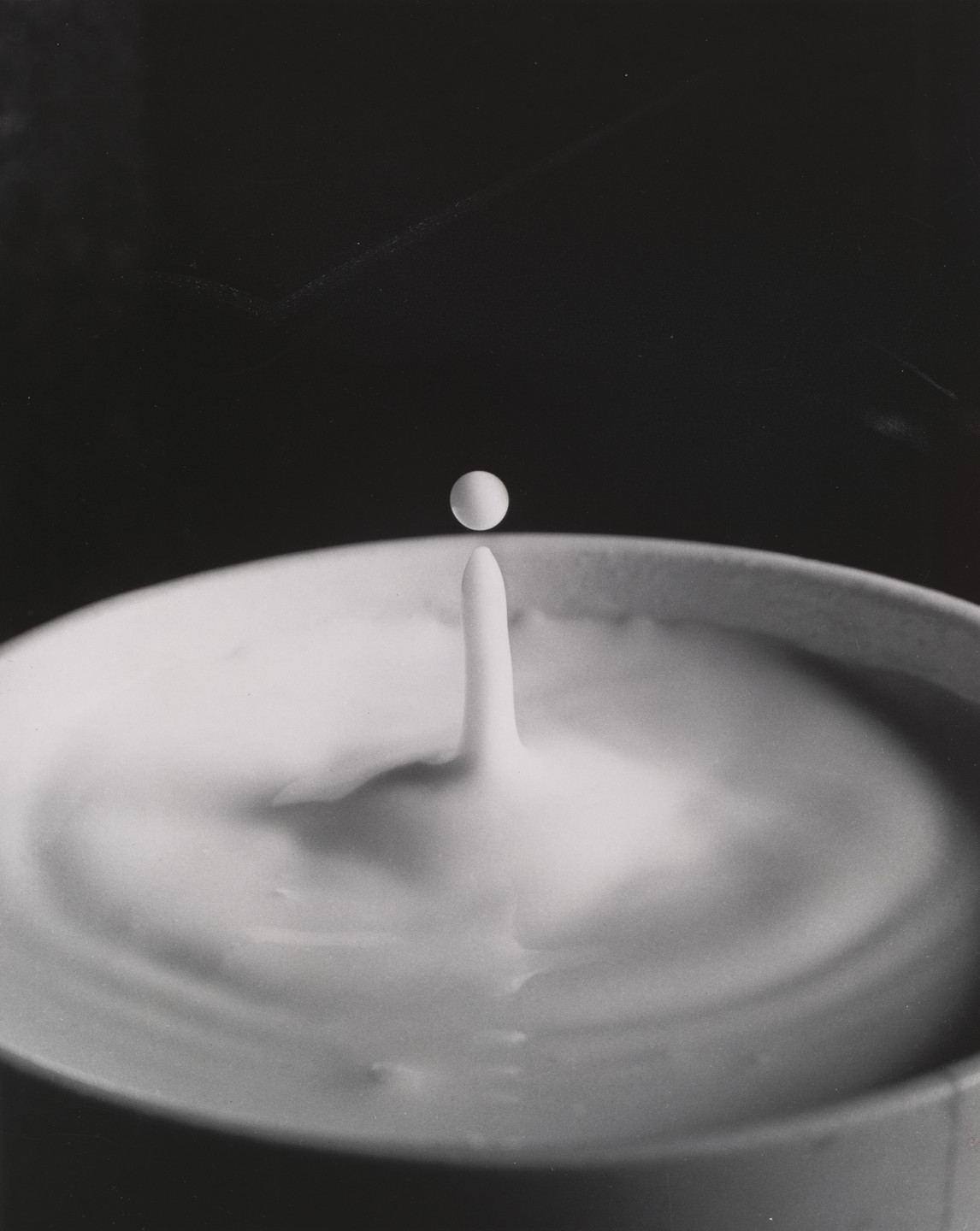 Harold Eugene Edgerton. Milk Drop. c. 1936