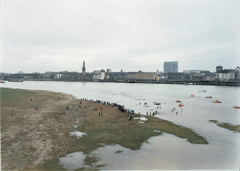 Andreas Gursky. New Year's Day Swimmers. 1988