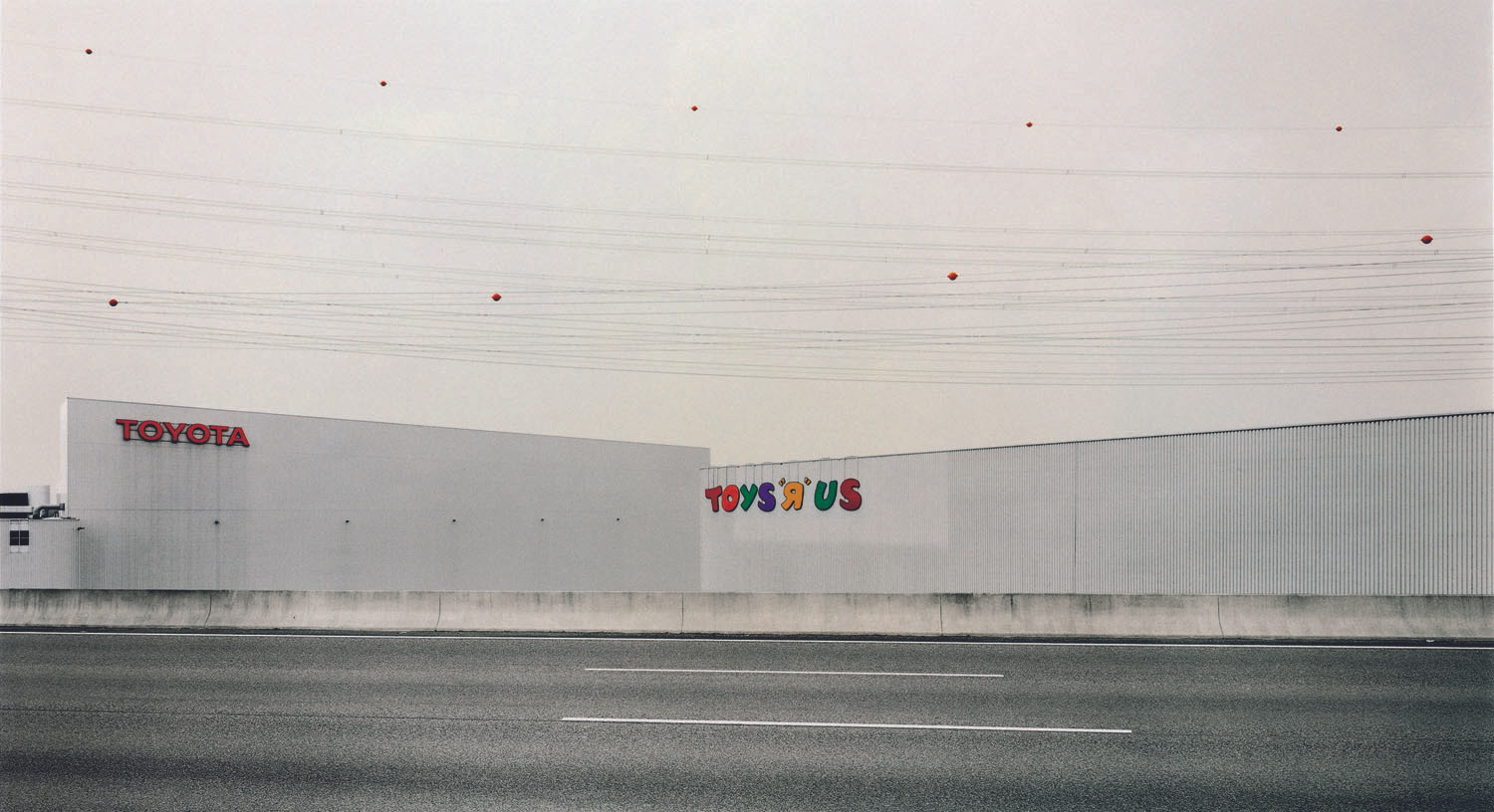 "Andreas Gursky. Toys ""R"" Us. 1999"