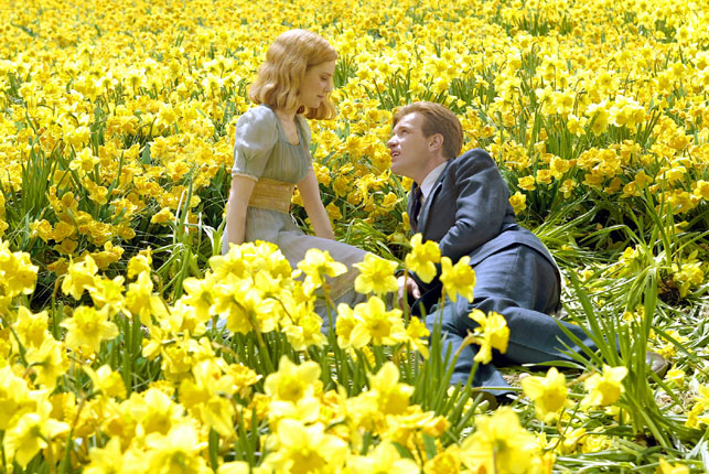 Sandra (Alison Lohman) and Edward (Ewan McGregor) are young and in love in Columbia Pictures' fantasy-rich family drama Big Fish, directed by Tim BuSandra (Alison Lohman) and Edward (Ewan McGregor) are young and in love in the fantasy-rich family drama Big Fish. Directed by Tim Burton. Columbia Pictures. Photo credit: Zade Rosenthalrton. Photo credit: Zade Rosenthal