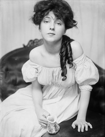Gertrude Käsebier. Evelyn Nesbit. 1903. The Library of Congress Prints and Photographs Division Washington, D.C.