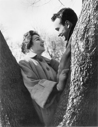 Lelia Goldoni and Anthony Ray in Shadows. 1959. USA. Written and directed by John Cassavetes