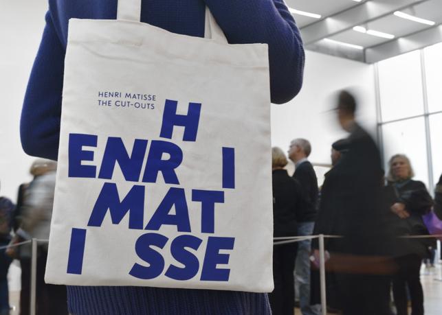 Henri Matisse: The Cut-Outs tote bag. Photo: Martin Seck