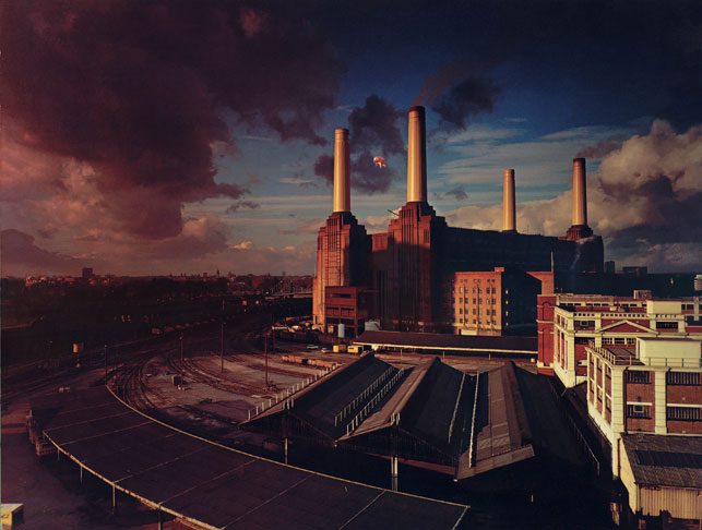 Hipgnosis. Cover of Pink Floyd, Animals. 1977. Courtesy Roddy Bogawa and StormStudios