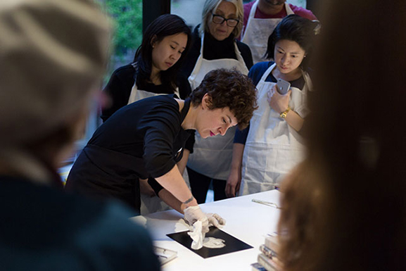 Artist Sophy Naess leading a demonstration. Photo: Beatriz Meseguer/onwhitewall.com. © 2016 The Museum of Modern Art, New York